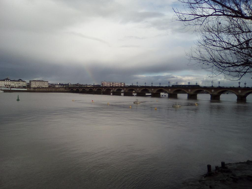 bordeaux, pont de pierre, rive gauche, ciel, nuageux, reflets, arc-en-ciel, photo armand neble, AN-GRAFIK © 2017